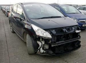 Vindem piese de interior Peugeot 3008, 1.6 hdi