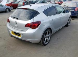 Vindem piese de caroserie Opel Astra J 1.4 b