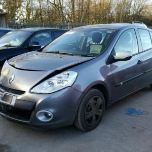 Dezmembrez Renault clio 3, 1.5dci, 2011