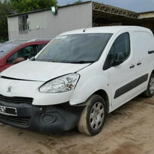 Dezmembrez Peugeot Partner 1.6hdi, 2013