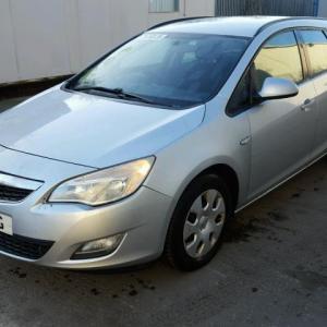 Dezmembrez Opel Astra J 1.7cdti 2011